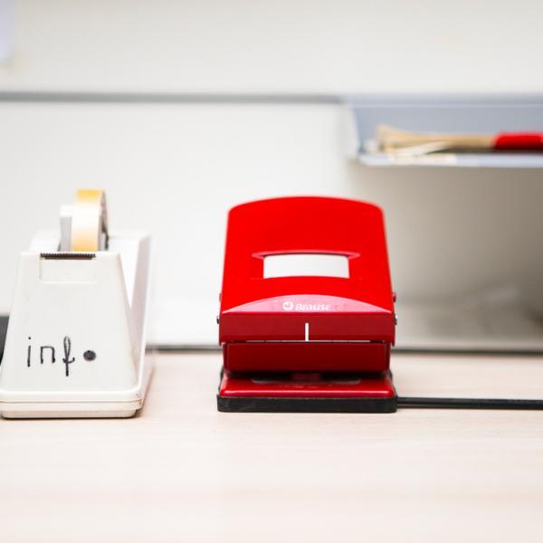 Büroutensilien, Telefon, Locher